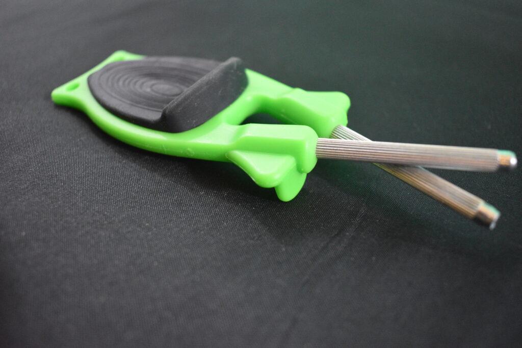 Handheld knife sharpeners